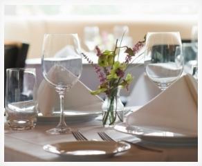 feestelijke tafel dekken