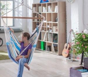 Hangstoel Ophangen Aan Plafond.Hangstoel Hoe Hang Je Zo N Stoel Op In Huis