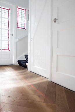 Visgraat vloer in de hal
